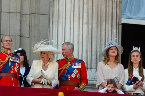 Flora seurasi kuningattaren syntymäpäiväparaatia prinssi Charlesin vieressä vuonna 2011.