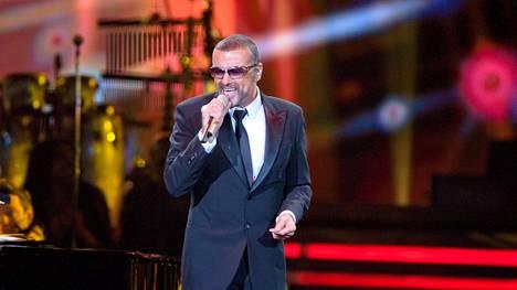 George Michael kertoi vuonna 2004 antamassaan haastattelussa pohtivansa musiikkibisneksestä ja julkisuudesta vetäytymistä.