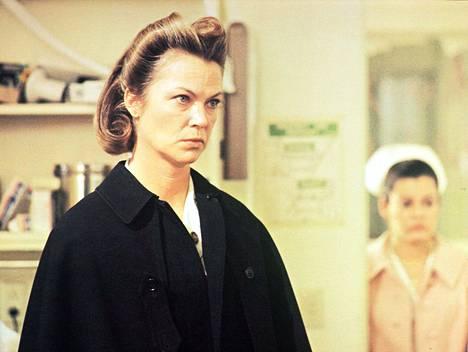 Vuonna 1975 ilmestyneessä alkuperäisessä Yksi lensi yli käenpesän -elokuvassa hoitaja Ratchediä näytteli Louise Fletcher.