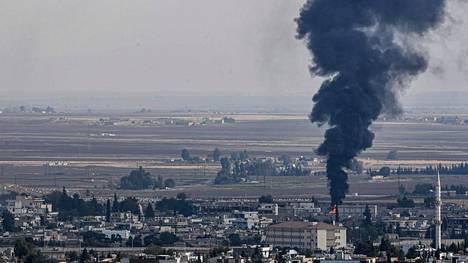 Perjantaina 18.10. otetussa kuvassa savu nousi Ras al-Ainin kaupungista.