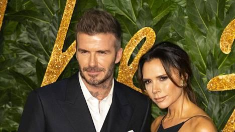 David Beckham kuittaili vaimolleen Victoria Beckhamille hohtavan valkoisista hampaista.