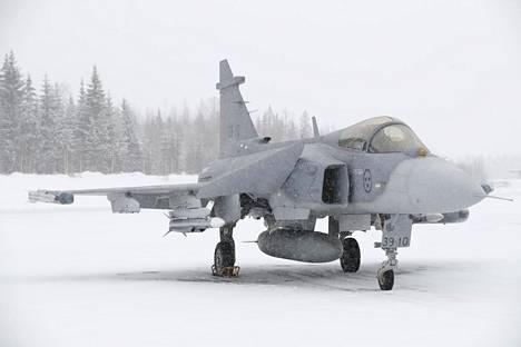Saab Gripen E -hävittäjä mediaesittelyssä Satakunnan Lennostossa Pirkkalassa.