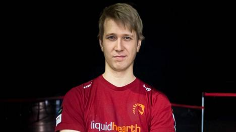 """Janne """"Savjz"""" Mikkonen on kilpaillut erilaisissa korttipeleissä ja luonut uraa sisällöntuottajana. Kuva vuodelta 2015."""