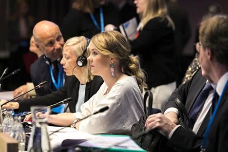 Elinkeinoministeri Katri Kulmuni johti puhetta torstain kilpailukykyministerien kokouksessa.