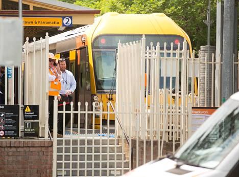 Junan kerrotaan osuneen radan päässä sijaitsevaan estepuskuriin.
