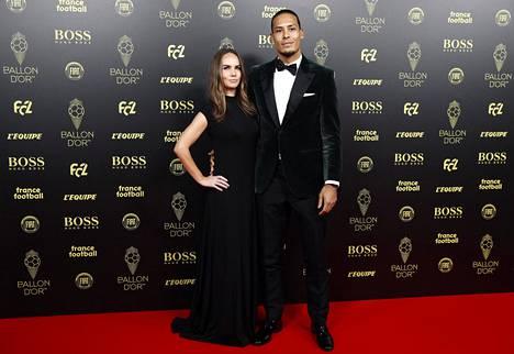 Liverpoolin hollantilaistähti Virgil van Dijkin seurana on vaimo Rike Nooitgedagt.