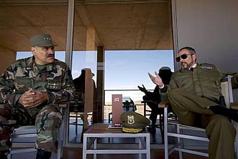 Meksikolainen Joaquin Cosio ja espanjalainen Fernando Guillen-Cuervo näyttelevät elokuvassa bolivialaisia.