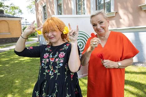Irina ja Raija Oranen jakoivat kokemuksiaan alkoholista tikkakisan tiimellyksessä.