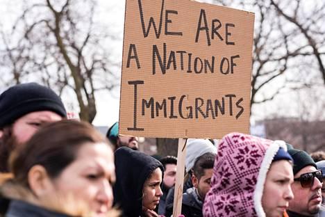 Trumpin siirtolaisasetus on saanut tuhannet sen vastustajat liikkeelle. Helmikuussa mieltä osoitettiin Chicagossa.