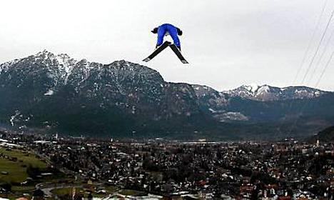 Janne Ahonen hyppäsi 129,5 metriä.