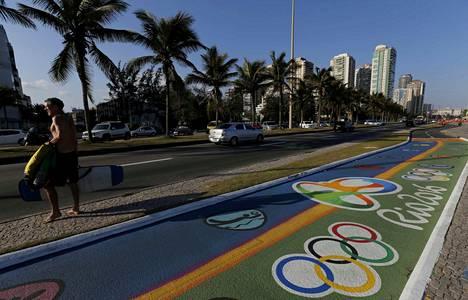 Barra da Tijucan pyörätiet hehkuvat vastamaalattuina.