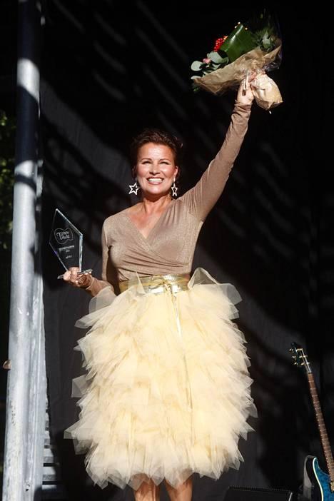 Illan konsertissa Arja Koriseva lupasi laulaa hittinsä Tiikerihain, jos yleisö vaan tarpeeksi lujaa taputtaa.
