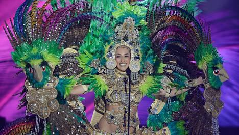 Miss Portugal Patricia Da Silva luotti karnevaalihenkiseen asuunsa.