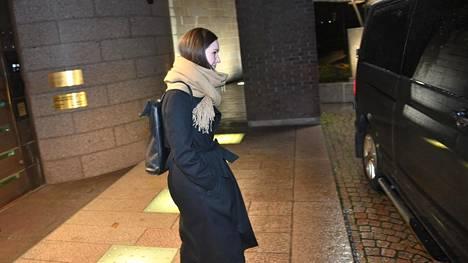 Sanna Marin poistui sunnuntai-iltana Pikkuparlamentista kello 21.14.