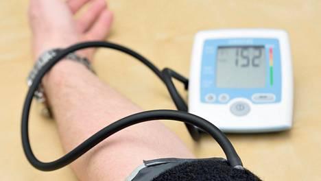 Verenpaineen hoito kannattaisi aloittaa heti kahdella lääkkeellä – yksi lääke ei useinkaan tuota toivottuja tuloksia