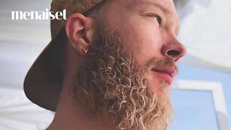 Aku sai partansa kiharaksi kosteuttavalla curly girl -metodilla.
