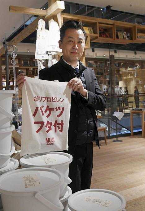 Mujin edustajia, muun muassa yhtiön Euroopan-johtaja Takuo Nagahara, oli runsaasti paikalla esittelemässä uutta Euroopan lippulaivamyymälää.