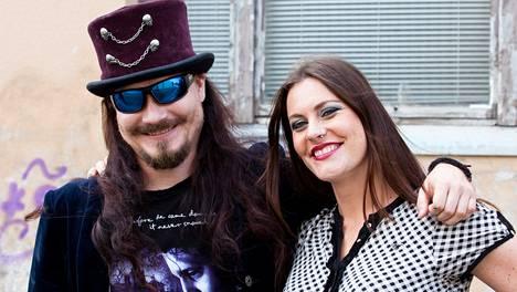 Tuomas Holopainen ja Floor Jansen esiintyvät Wembleyllä.