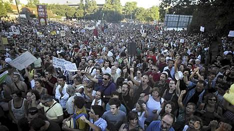 Yli 100 000 ihmistä marssi veronkorotuksia ja hallituksen säästöohjelmaa vastaan Portugalin pääkaupungissa Lissabonissa.