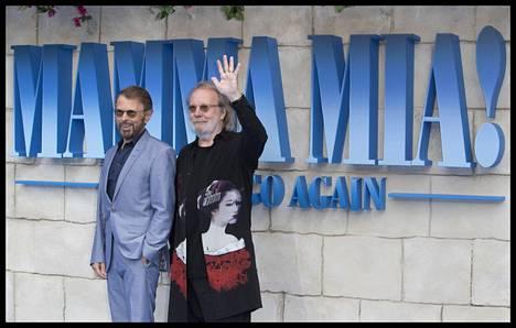Björn Ulvaeus ja Benny Andersson Mamma Mia! Here We Go Again -elokuvan Lontoon ensi-illassa.