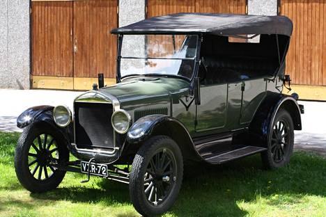 T-Fordin tuotanto alkoi 1909. Kuvassa vuosimallin tuotos 1926 suomalaisissa rekisterikilvissä.