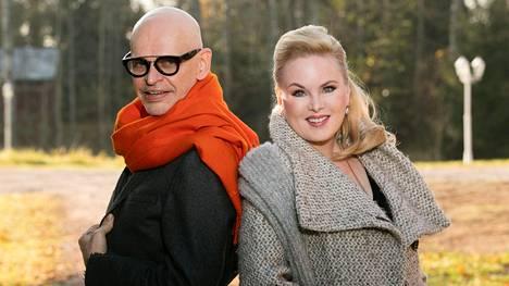 Jorma Uotinen ja Helena Lindgren ovat molemmat mukana sekä Ei huono -esityksessä että Sinitaivas-kiertueella.