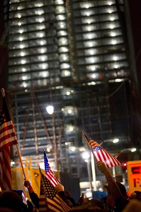 Uudella WTC-alueella juhlittiin aamun pikkutunneille asti toukokuussa 2011, kun presidentti Barack Obama ilmoitti, että Yhdysvallat on tappanut Osama bin Ladenin viikkoa aikaisemmin ja bin Ladenin henkilöllisyys on todettu DNA:ta avuksi käyttäen.