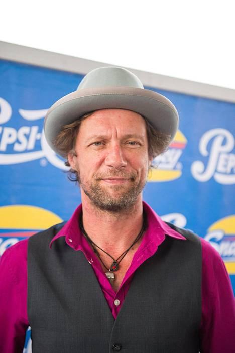Antti Reini on tunnettu etenkin näyttelijänä, mutta mies on myös laulaja ja kirjailija.