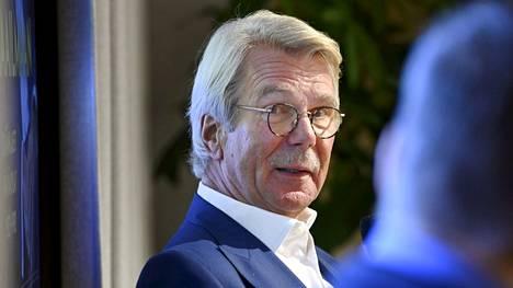 Sammon ja UPM:n hallituksen puheenjohtaja Björn Walhroosin mukaan Suomi ei nykykustannuksilla pysty kilpailemaan metsäteollisuuden uusista investoinneista.