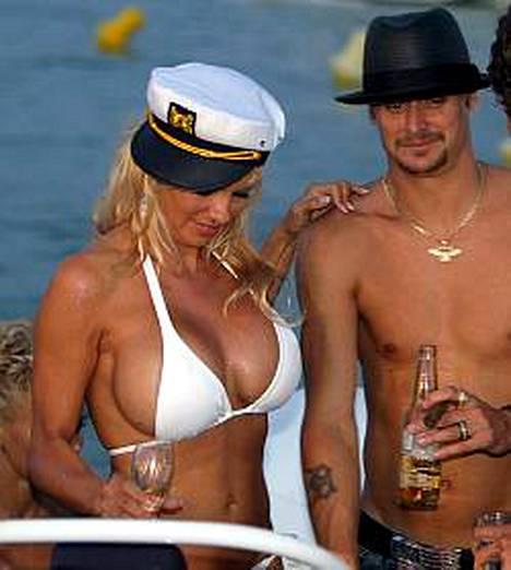 Pamela Andersonin rakkauselämässä on jälleen ryppyjä. Povipommi eroaa aviomiehestään Kid Rockista.