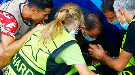 Cristiano Ronaldo osui vahingossa järjestyksenvalvojaa pallolla päähän Bernissä.