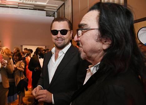 Leonardo DiCaprio edusti Oscars Nominees Luncheon -tilaisuudessa aurinkolaseissa – ja ilman nimikylttiä.
