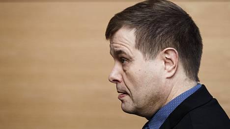 Kansanedustaja Kari Tolvanen (kok) poliisijohdon virkarikoskäräjillä Helsingin käräjäoikeudessa 17. tammikuuta.