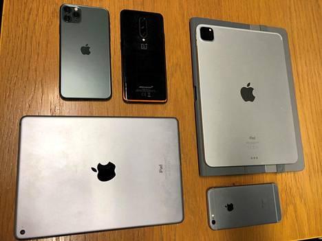 Kotietsinnässä löytyi myös kännyköitä ja tabletteja.