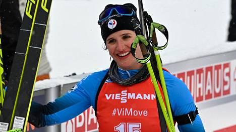 Julia Simon juhli uransa toista voittoa maailmancupissa.