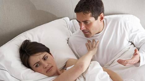 Mustasukkainen kumppani saattaa keksiä mitä ihmeellisimpiä tapoja varmistaakseen toisen uskollisuuden.
