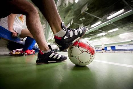 Futsalissa tulee lähikontaktia.