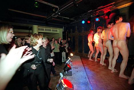 Housut Pois -ryhmä innosti maaliskuussa 1999 Rovaniemellä ravintola Budapestissa.