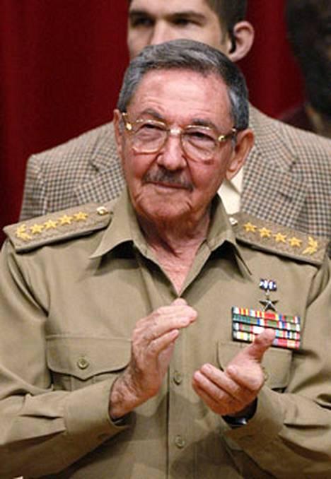 Raul Castro viihtyi tänään veljensä Fidel Castron kunniaksi järjestetyissä 80-vuotisjuhlallisuuksissa.