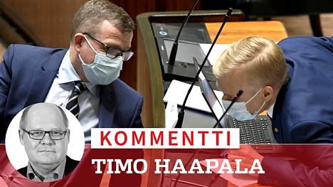 Kokoomus ja sen puheenjohtaja Petteri Orpo (vas.) on hankalassa välikädessä EU-elvytyspaketin käsittelyssä.