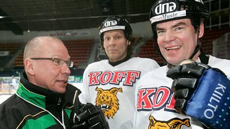 Sakari Pietilä (vas.) muistetaan erityisesti vuosistaan Tampereen Ilveksessä. Vuonna 2007 valmennettavina olivat mm. pelaajalegendat Jyrki Lumme (kesk.) ja Raimo Helminen.