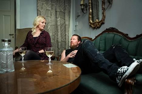 –Hesalaisissa kulttuuripiireissä meidän juttuja ei välttämättä aina ymmärretä, Jouni Hynynen arvioi hänen ja näyttelijä Mari Perankosken liittoa.