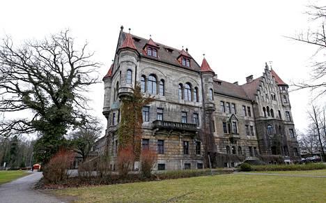 Faber-Castellien sukulinna ja kotipaikka sijaitsee Baijerin Steinissä lähellä Nürnbergiä.
