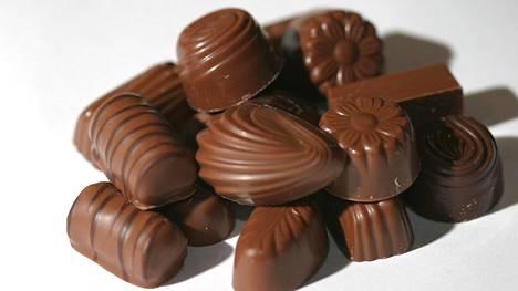 Viiden suklaakonvehdin kuluttamiseksi tarvitaan tunnin kävelylenkki.