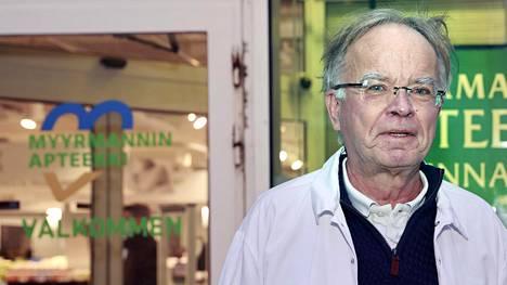 Apteekkari Juha Nuutila työskentelee Vantaan Myyrmannissa.