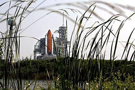 Avaruussukkula Endeavour odottaa Floridassa keskiviikkoa, jolloin se ampaistaan pitkälle matkalle.