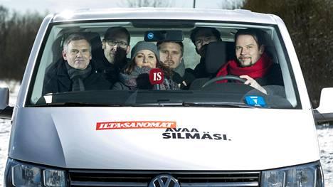 Antti Virolainen, Aleksi Jalava, Faye Lawson, Lauri Silvander, Joonas Salo ja Seppo Kärki selvittävät, mistä Suomi oikeasti puhuu.