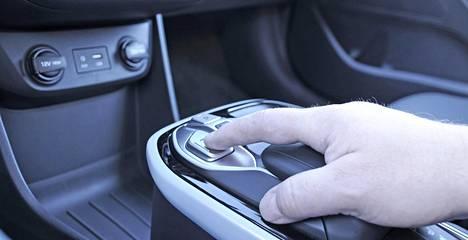 Sähköauton vaihdevalitsin on simppeli: tarvitaan vain neljä painokytkintä.