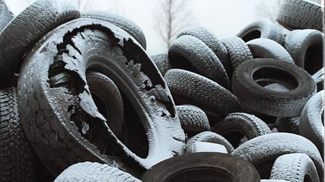 Renkaiden kierrätys- ja hyötykäyttömäärät ovat Suomessa olleet jo useita vuosia lähes sata prosenttia. Rengasmateriaalia käytetään muun muassa maanrakennustöissä.