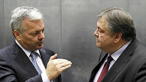 Belgian valtiovarainministeri Didier Reynders (vas.) keskusteli sunnuntaina kreikkalaisen kollegansa Evangelos Venizelosin kanssa Luxemburgissa.